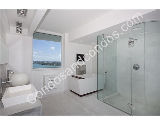 Glass enclosed shower and jacuzzi tub in master bath