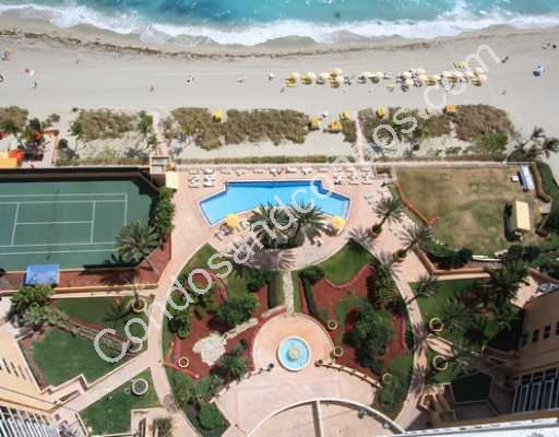 Ocean 2's fountain, pool, beach and tennis court