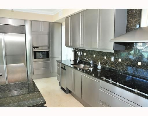 European custom cabinetry, eat-in breakfast area & Sub-Zero refrigerator-freezer