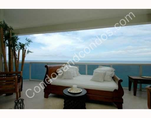 Luxuriously furnished ocean-front terrace