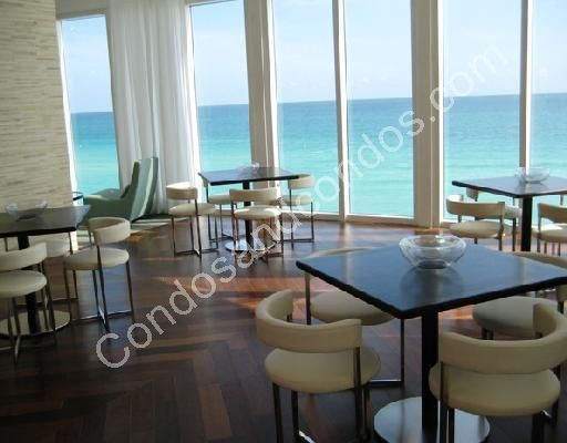 Clubroom overlooking the ocean with bar, TV and billiards