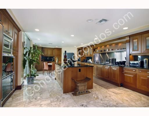 Spacious kitchens with Italian cabinetry