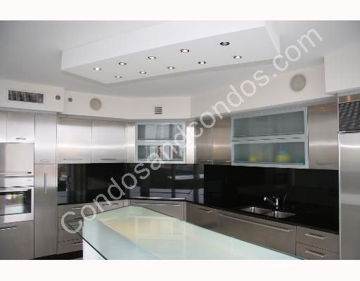 Modern Italian kitchens with stainless steel appliances