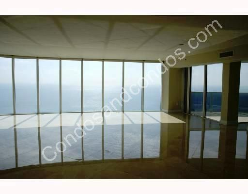 Spacious unit with full oceanfront window wall