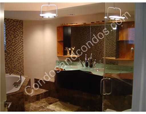 Jacuzzi tub and marble counter tops