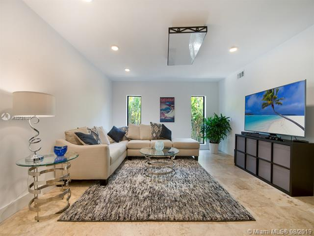 Very Large Family Room/Recreational Room