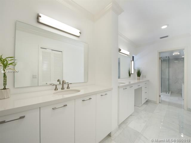 Large Master Bath Features Dual Sinks and Lots of Counter Space
