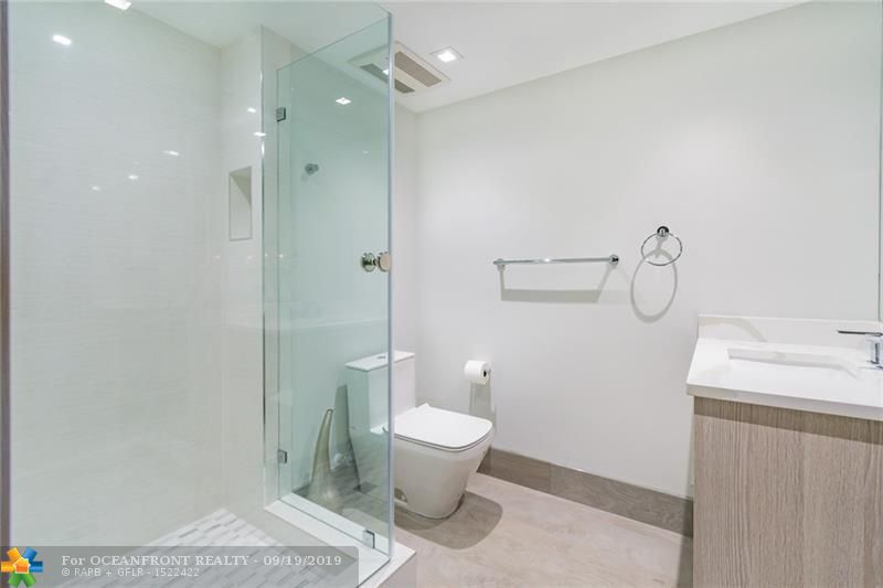 Photo of 1850 Ocean Dr #2407 listing for Sale